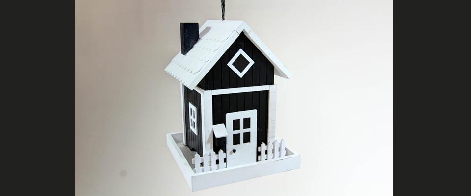 Futterhaus schwarz